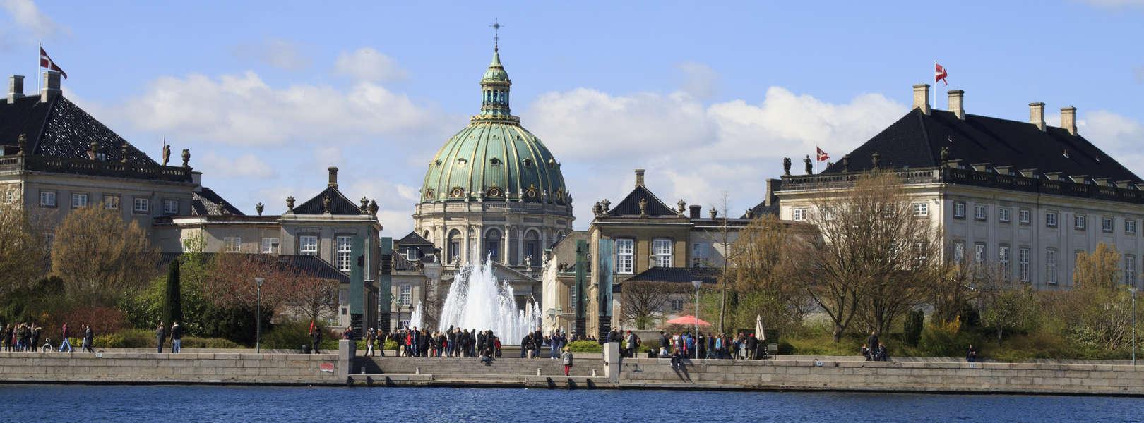 Blick vom Boot auf die Frederikskirche oder auch bekannt unter den Namen Marmorkirche
