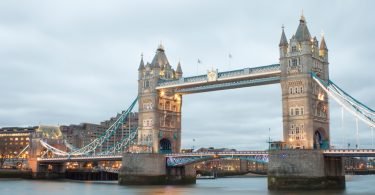 Blick auf die Tower Bridge in London