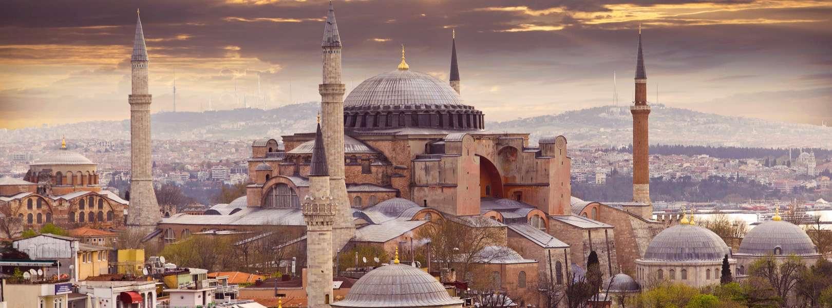Blick auf die bekannte Hagia Sophia in Istanbul
