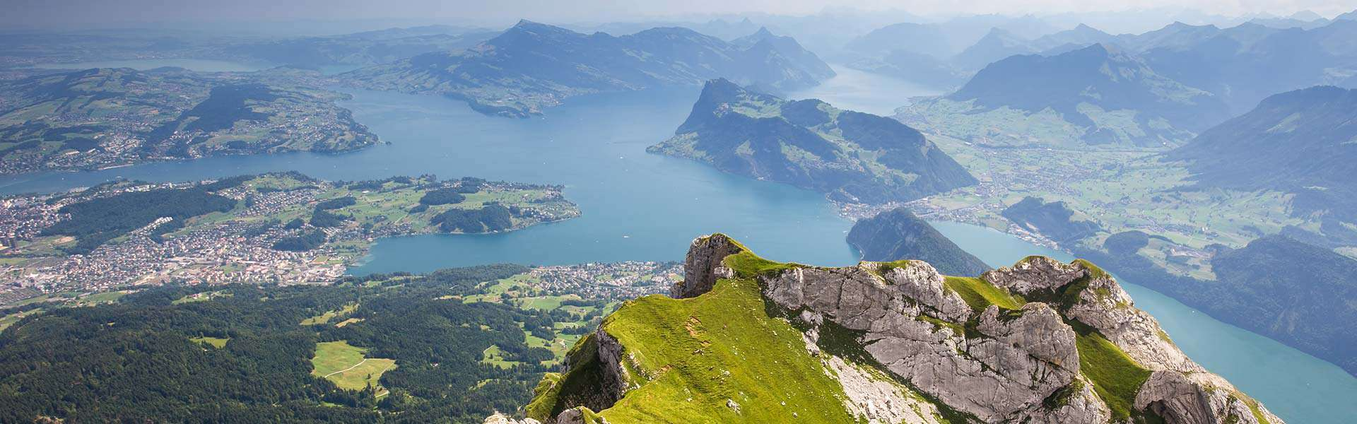Ein traumhaftes Panorama genießen! Das Bergmassiv Rigi in der Schweiz
