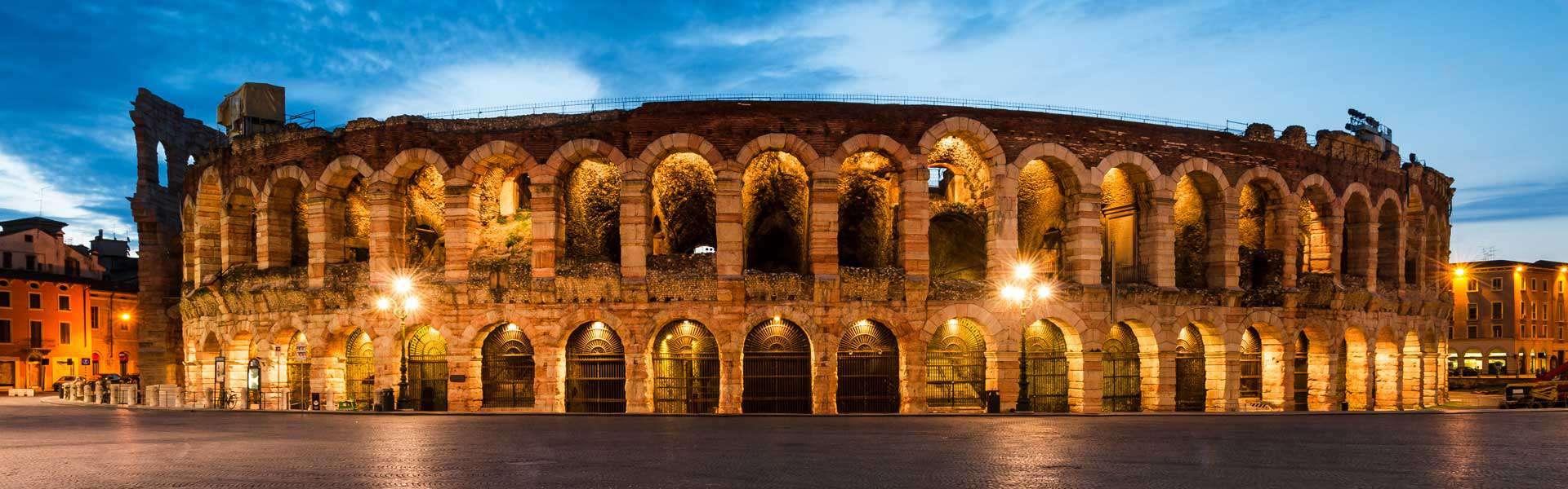 Im Jahr 30 n. Chr. errichtet, ist die Arena Verona eines der am besten erhaltene Amphitheater