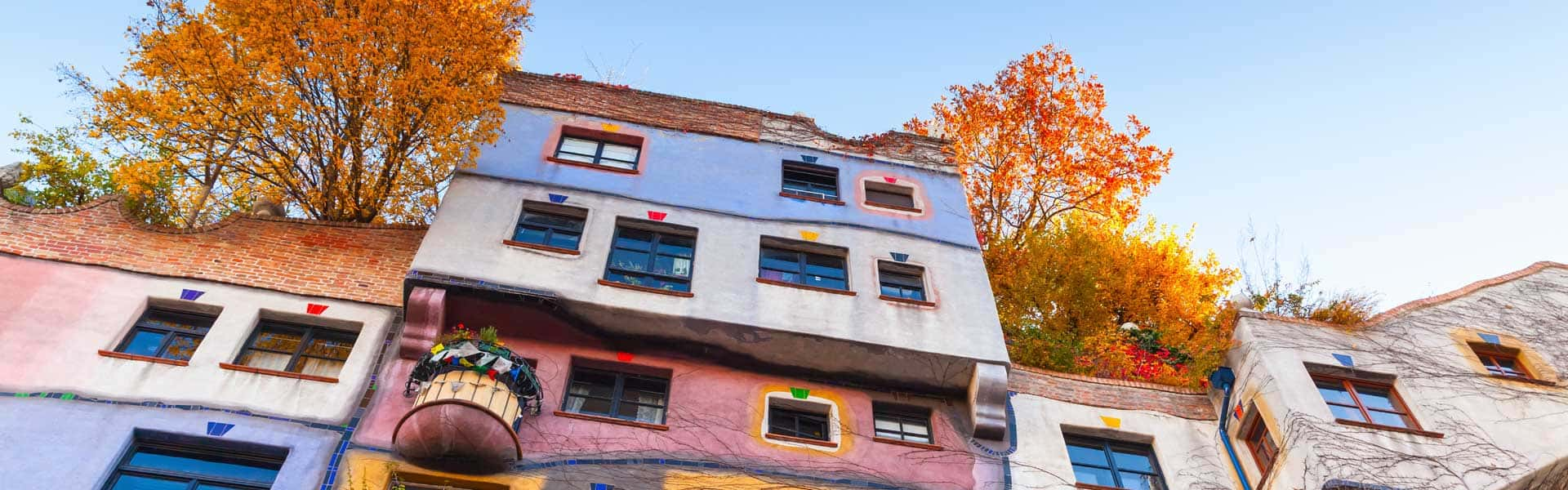 Erleben Sie das Wirken des Friedensreich Regentag Dunkelbunt Hundertwasser, im Hundertwasserhaus, in Wien