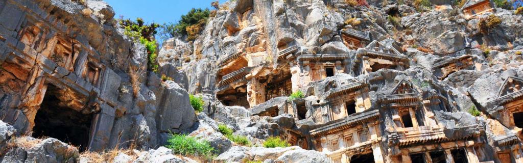 Geschichte eindrucksvoll erleben: die Felsengräber von Myra in der Türkei