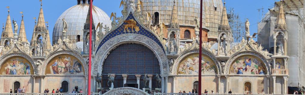 Heilige Stätte des Marktplatz: der Markusdom in Venedig