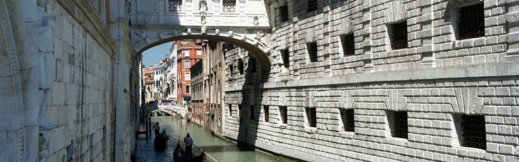 Lassen Sie sich von einem Stück italienischer Geschichte gefangen nehmen: die Seufzerbrücke in Venedig, IItalien