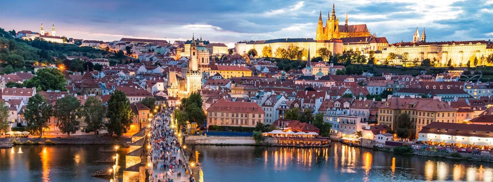 Blick auf Prag bei Sonnenuntergang